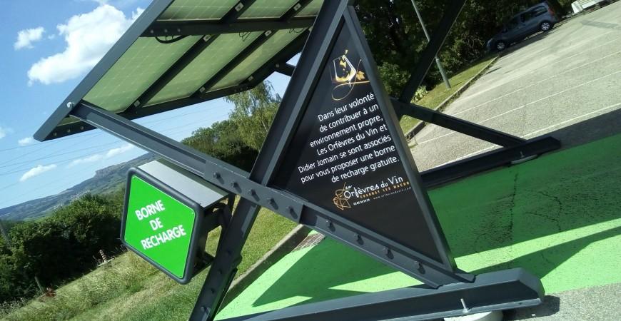 Borne de recharge photovoltaïque gratuite